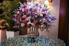 Festa de 15 anos de Vitória Arna: decoração em azul Tiffany e dourado - Constance Zahn | 15 anos