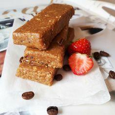 Whey protein bars: homemade no-bake recipe for delicious TIRAMISU protein bars