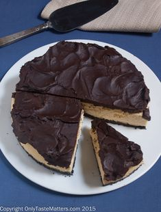 Kahlua Cheesecake with Chocolate Almond Crust and Chocolate Ganache! #gfbaking #recipe