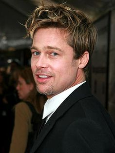 He's the stud you dreamed about in high school = Brad Pitt appeal Brad Pitt Age, Brat Pitt, Jolie Pitt, Beautiful Men Faces, Hair Styles 2014, Ideal Man, Julia Roberts, Hollywood Actor, Attractive Men