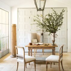 Neutral home office with branches as décor