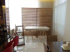 Aluguel Painel de Pallet, Mesa Cavalete e Escadinha no Blinds, Divider, Curtains, Room, Furniture, Home Decor, House Party, Pallet Furniture, Followers