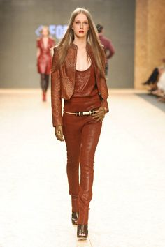 Inverno 2012: Segundo dia de Donna Fashion    Canal Sul apresenta Dimy    Apresentando Dimy, a Canal Sul foi responsável por abrir a segunda noite do Donna Fashion Iguatemi. A grife trouxe Adriana Birolli para apresentar sua coleção Celebration.