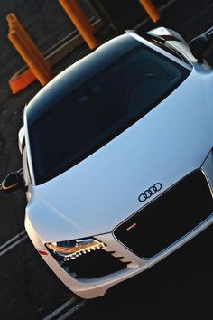 Audi R8.Luxury, amazing, fast, dream, beautiful,awesome, expensive, exclusive car. Coche negro lujoso, increible, rápido, guapo, fantástico, caro, exclusivo.