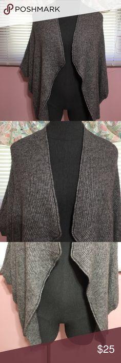 ⬇️price drop⬇️Lane bryant wool blend overpiece Lane bryant wool blend overpiece. Gray with a kubuki style sleeve. Very warm! Size 14/16 Lane Bryant Sweaters