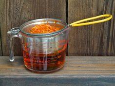 huis-tuin-en-keuken: C: Maak het zelf: Calendulazalf Liquid Measuring Cup, Measuring Cups, Sustainable Living, Herbs, Lotion, Ayurveda, Cruelty Free, Om, Essentials