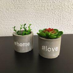 Decorated Flower Pots, Painted Flower Pots, Painted Pots, Diy Concrete Planters, Diy Planters, House Plants Decor, Plant Decor, Flower Pot Crafts, Concrete Crafts