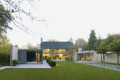 Villa Rotonda. Location: Goirle, The Netherlands; firm: Bedaux de Brouwer Architects; photos: Michel Kievits; year: 2010