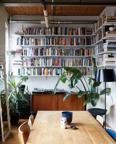 A Book-Filled Loft in Toronto a little corner library off of the dining room with wraparound floating shelves Home Library Design, House Design, Design Design, Design Ideas, Casa Milano, Design Industrial, Industrial Loft, Home Libraries, Retro Home Decor