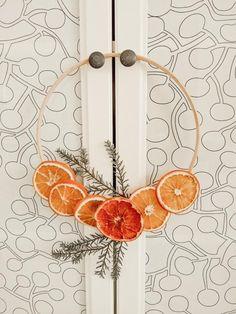 Minimal Nordic Style Dried Orange Wreath - Northern Feeling Bohemian Christmas, Natural Christmas, Noel Christmas, Homemade Christmas, Simple Christmas, All Things Christmas, Winter Christmas, Minimalist Christmas, Christmas Ideas