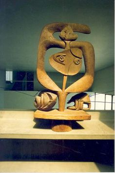 Les mains, 1955 Walnut and chestnut Dimensions: H: 0.85m x L: 0,52 m x W: 0.23 m Signed and dated JS LC-55 at middle bottom Sculpture FLC 16 Paris. Fondation Le Corbusier.