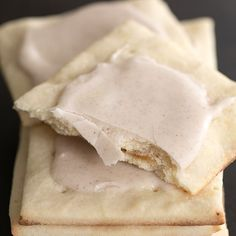 """Keto Snacks Discover Gluten Free Pop Tarts Recipe These easy brown sugar and cinnamon frosted gluten free pop tarts are just like the """"real"""" thing. Cookies Sans Gluten, Dessert Sans Gluten, Gluten Free Sweets, Gluten Free Diet, Foods With Gluten, Gluten Free Recipes Videos, Gluten Free Lasagna, Paleo Dessert, Chef Recipes"""