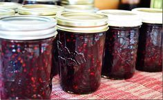 Old Fashioned Blackberry Jam Recipe - the best way to make it, no pectin needed... #homemade #jams #homesteading