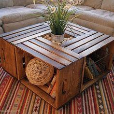 Fantástica mesa realizada con cuatro cajas de madera.