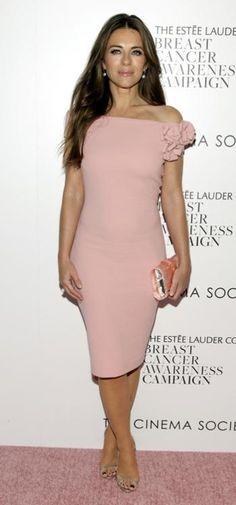 Classic English rose Elizabeth Hurley was born in June. #Monthofpearl #Jerseypearlloves
