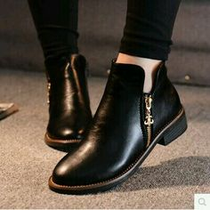 I love these simple ankle boots! They will go with just about everything and are - Boot Heels - Ideas of Boot Heels - I love these simple ankle boots! They will go with just about everything and are so chic! Black Booties, Ankle Booties, Bootie Boots, Shoe Boots, Shoes Sandals, Shoe Bag, Flat Ankle Boots, Boot Heels, Black Wedge Shoes