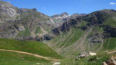 Salto de Tendeñera, barranco del Puerto y picos Mallarruego (2684 metros) y las Chornaleras (2616 metros)