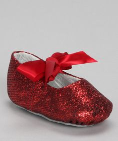 Toes will twinkle in this bitty pair of flats covered in dazzling glitter. A pretty satin ribbon bow ties off the look.