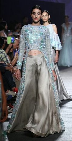 Manish Malhotra LFW Summer/Resort 2016