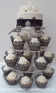 classic black and white wedding cake