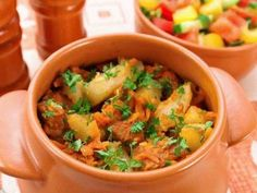 Clay pot with meat and potatoes. Recipes with photos. Recipes with photos are cooked pots Year dish tea guests recipe how to do manual work Steak Recipes, Easy Chicken Recipes, Crockpot Recipes, Cooking Recipes, Cooking Kids, Easy Recipes, Cabbage And Potatoes, Russian Recipes, Your Recipe