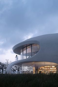 Chinese architecture studio MAD has completed the Cloudscape of Haikou, a sinuous library and waystation that is cast in seamless white concrete on the coast of the Chinese island of Hainan.