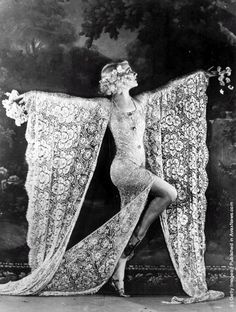 Edmonde Guydens dancing at the Moulin Rouge nightclub in Paris in a costume made of lace - Clif Middleton via - Chickoteria.