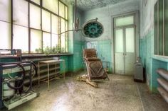 <p>An abandoned asylum in Italy. (Roman Robroek/Caters News) </p>