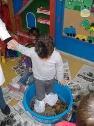 Actividad vendimia en la escuela Vides, Plastic Laundry Basket, School Projects, Activities, Art Kids, Candies, Unity, Infant Crafts, Vegetables