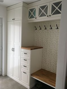 Best Free Mudroom Style The IKEA Kallax collection Storage furniture is an essential element of any home. They supply orde Ikea Bodbyn Kitchen, Small Kitchen Cabinets, Ikea Hall, Mudroom Cabinets, Laundry Shelves, Laundry Room Design, Home Renovation, Home Projects, Home Furniture