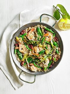 Make a paella in no time with this easy recipe using brown rice, king prawns, green beans, peppers and spring onions. Midweek Meals, Easy Meals, Healthy Dinners, Seafood Recipes, Dinner Recipes, Speedy Recipes, Gluten Free Cooking, Jamie Oliver, Dinner Tonight