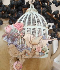 What a splendidly lovely shabby chic birdcage tag made using a Tim Holtz die. #paper #crafting #scrapbooking #shabby #chic #crafts #birdcage #vintage #cute