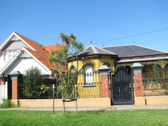 Mark Moran's house at 31 Combermere Street, Aberfeldie - he was shot dead by Carl Williams at the front of this house in Underworld, Melbourne, Gazebo, Tv Series, Crime, Shots, Outdoor Structures, War, Mansions