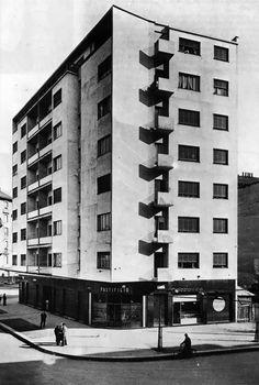 Casa Ghiringhelli à Milan par Giuseppe Terragni Fascist Architecture, Movement In Architecture, Modern Architecture Design, Facade Architecture, Amazing Architecture, Bauhaus, Amsterdam, Art Deco, Milan Italy
