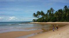 Localizada em Ponta de Muta, próximo à vila de Barra Grande na Península Maraú