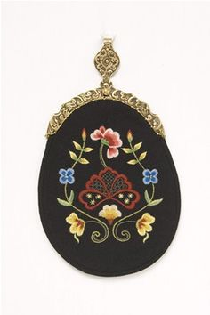 Gudbrandsdalen - Festbunad m/forkleOh to make a change purse like this. Embroderiey ,wool, or velvet,and a clasp...hmmm