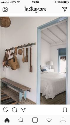 Love this and natural scheme with pale accents (Foto: Marco Antônio / Editora Globo) Beach House Decor Bedroom, House Design, Rustic House, House Interior, House, Home, Home Deco, Rustic Bedroom, Home Decor