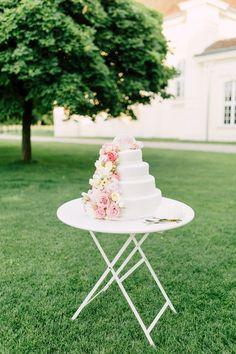 wedding cake, garden wedding, Laxenburg palace, blush pink photo: Tanja Schalling Photography Pink Photo, Garden Wedding, Vanilla Cake, Planer, Floral Wedding, Blush Pink, Wedding Cakes, Weddings, Drinks