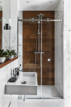 Amazing bathroom shower ideas, On a budget walk in modern bathroom designs DIY Master ceilings, no door and with glass door - Small bathroom shower Wood Tile Shower, Wood Bathroom, Bathroom Flooring, Bathroom Ideas, Shower Ideas, Tile Wood, Bathroom Pink, Bathroom Cabinets, Bathroom Mirrors