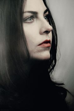 I look into myself But my own heart has been changed. Snow White Queen, Amy Lee Evanescence, Women Of Rock, Goth Beauty, Metal Girl, Woman Crush, Poses, Most Beautiful Women, Rock And Roll