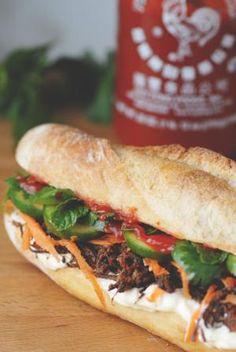 Brisket Bulgogi Banh Mi Grilled Cheese with brisket, kewpie mayo, sriracha… Banh Mi Sandwich, Brisket Sandwich, Sandwich Recipes, Lunch Recipes, Asian Recipes, Healthy Recipes, Vietnamese Recipes, Vietnamese Cuisine, Gastronomia