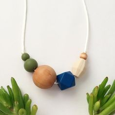 The Los Olivos teething necklace from our Asymmetrical collection is proving to be a popular one! I've even had a few customers buy one and they don't even have a teething little one. No baby required to wear this around town! Shop link in profile. ✨