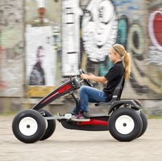 You can find all BERG Go-karts and Trampolines online. 4 Wheel Bicycle, Go Kart Frame, Homemade Go Kart, Go Kart Plans, Diy Go Kart, Custom Car Interior, Karts, Drift Trike, Unique Toys