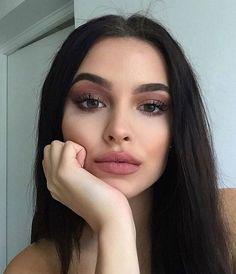    Top Makeup Models   