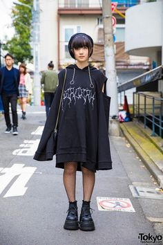 Shio, a 16-year-old student sporting an all-black outfit.All Black Fashion by Never Mind The XU Harajuku