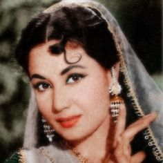 Remembering Tragedy Queen Meena Kumari on her birth anniversary. The viewers of bollywood films remembered Tragedy Queen Meena Kumari . Bollywood Stars, Bollywood Fashion, Bollywood Makeup, Beautiful Bollywood Actress, Beautiful Actresses, Indian Goddess, Indian Star, Vintage Bollywood, Old Actress