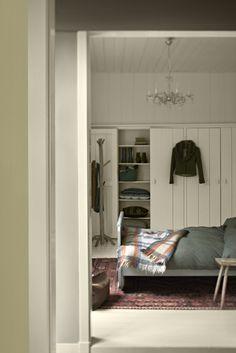 Flexa Couleur Locale nodigt jou uit voor een boeiende reis door een wereld vol kleuren. In deze landelijke slaapkamer waan je je in Ierland. Kleurgebruik: Energizing Breeze, Energizing Clover, Energizing Mist, Energizing Dawn en Energizing Light.