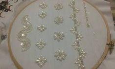 Résultats de recherche d'images pour «رشمات للعقيق» Bead Embroidery Tutorial, Bead Embroidery Patterns, Beaded Jewelry Patterns, Lace Patterns, Embroidery Designs, Pearl Embroidery, Embroidery Fashion, Embroidery Jewelry, Embroidery Patches