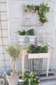 Shabby Chic für den Balkon! DIY Ideen auf www.gofeminin.de/wohnen/shabby-chic-selber-machen-s1328775.html
