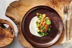 Wypróbuj przepis Okrasy na filet z dorsza z bobem i pieczarkami w sosie limonkowym.m Przepis znajdziesz na stronie Kuchni Lidla!